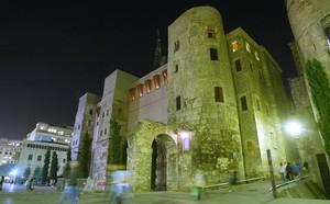 La puerta noroeste de la muralla romana, en la plaza Nova.