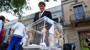 El presidente de la Generalitat, Carles Puigdemont, en el acto del PDECat de este martes por la tarde, en Barcelona.