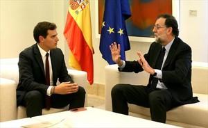 CONSULTAS Rivera conversa con el presidente del Gobierno.