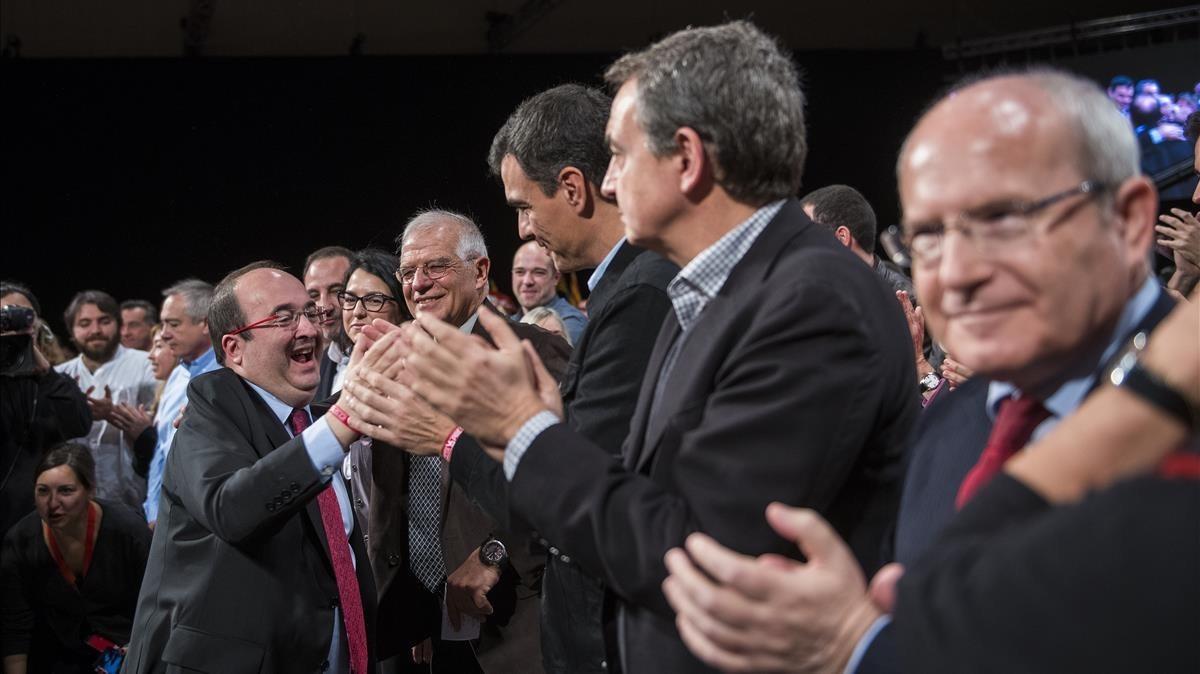 Iceta saluda a los dirigentes del PSOE, Pedro Sánchez, Rodriguez Zapatero, Josep Borrell y a José Montilla.