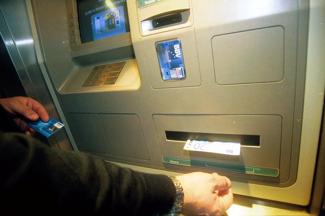 Facua denuncia ante la doble comisi n por sacar dinero de for Cajeros banco santander para ingresar dinero