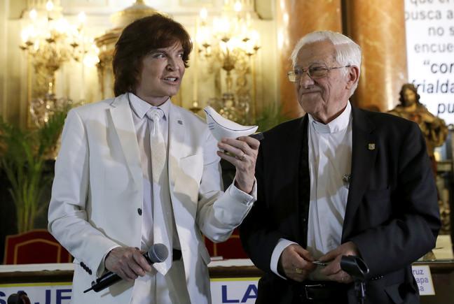 """Camilo Sesto dice que al grabar con la voz del papa Francisco sintió """"la mano de Dios"""""""