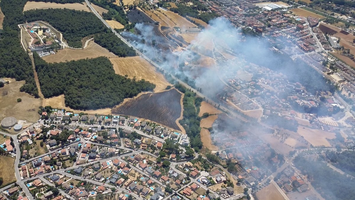 Un incendio cerca de una urbanizaci n de palau solit - Inmobiliaria palau de plegamans ...