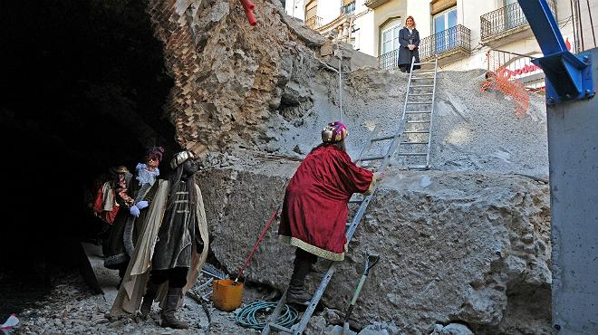 Els Reis Mags arriben a Figueres a través de l'esvoranc de la rambla