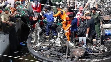 23 morts i 17 desapareguts en l'incendi d'un vaixell de passatgers a Indonèsia