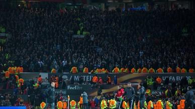 Moren electrocutats 30 seguidors del Manchester United