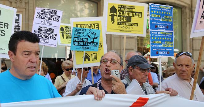 Manifestación en protesta por las cláusulas suelo.