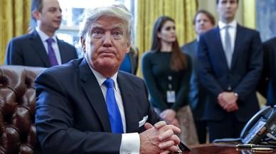Trump rellança dos polèmics oleoductes en un altre atac al llegat d'Obama