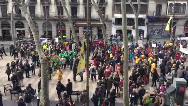 El descontentament barceloní se cita a la Rambla