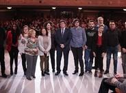 Puigdemont posa con los participantes en el programa 'Jo pregunto', de TV-3.