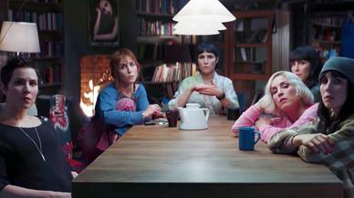 Noomi Rapace es multiplica per set a Netflix