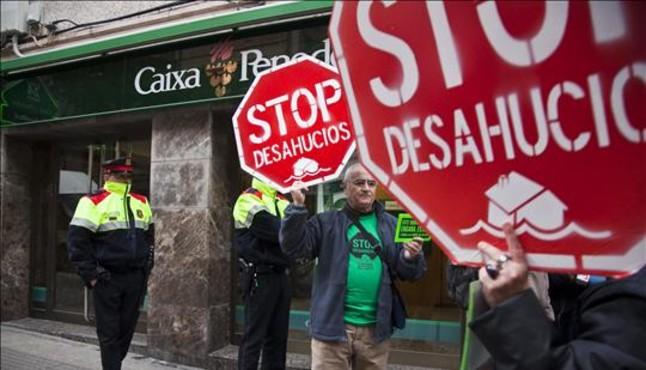El Ayuntamiento de L'Hospitalet no operará con bancos que desahucien a vecinos