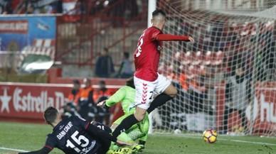 Tejera marca el segundo gol del Nàstic ante el Numancia.