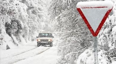 La precaución es el mejor consejo para circular por la carretera en caso de nieve o hielo.