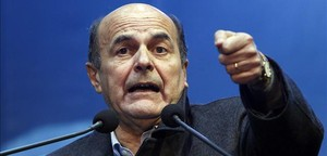 Bersani habla en un mitin en el centro de Milán, el 17 de febrero.