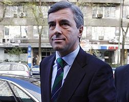 �ngel Acebes, a su entrada a una reuni�n del PP, en el 2008.