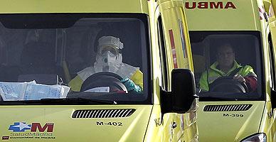 Convoy sanitario que ha trasladado a la cooperante navarra al Hospital Carlos III de Madrid.