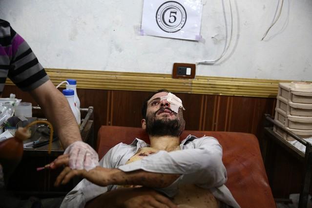 Los bombardeos del régimen sirio matan a 250 civiles en 10 días en Duma  1440662080392