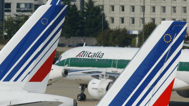 Les hostesses d'Air France rebutgen portar el vel en els vols a Teheran
