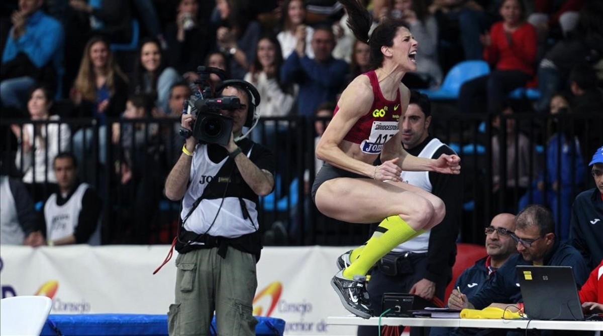 Ruth Beitia celebra el salto ganador en los recientes Campeonatos de España en Madrid.