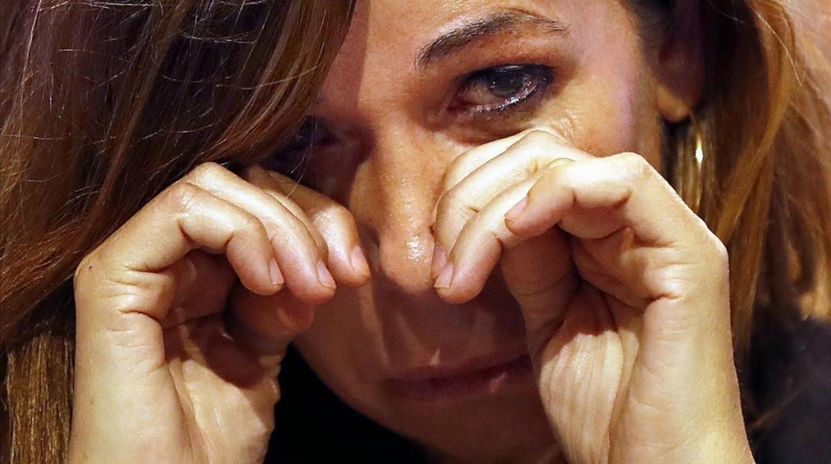 La presidenta saliente del PPC, Alicia Sánchez Camacho,emocionada tras su discurso de despedida.