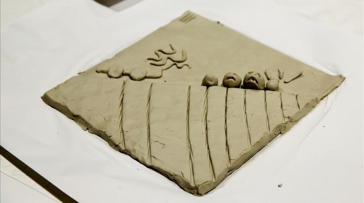 Viñeta de barro, el pasado diciembre, en el taller realizado en Elisava que sirvió para preparar el cómic táctil del dibujante Max, que Catalunya presenta en la Bienal de Venecia.
