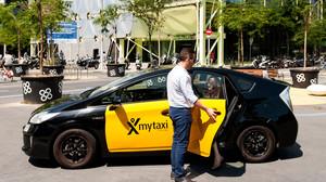 Un taxi adherido a Mytaxi deja a una pasajera a las puertas del edificio Mediatic de Barcelona