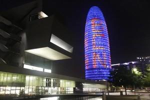 La Torre Glòries, iluminada en favor de la Agencia Europea del Medicamento.