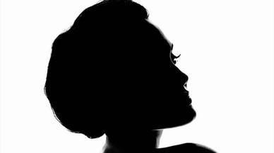Angelina Jolie protagoniza la campaña del nuevo perfume de Guerlain.