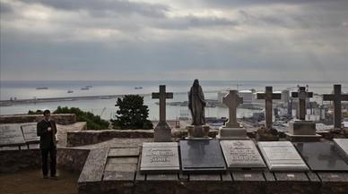 Panteones en el Jardi de la Mediterrania del cementerio de Montju�c de Barcelona.