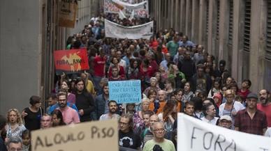El Raval surt al carrer per exigir mesures contra els narcopisos