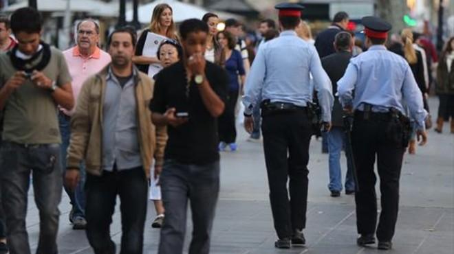 Dos mossos, en las Ramblas de Barcelona.