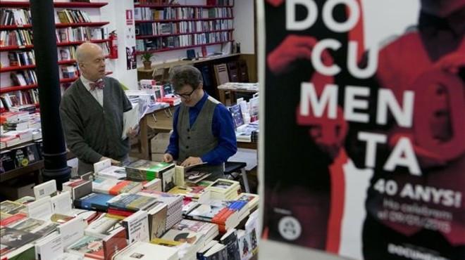 El Gremi de Llibreters amenaça les llibreries que fan descomptes del 10% abans de Sant Jordi