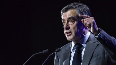 La fiscalía financiera de Francia investigará los trajes regalados a Fillon