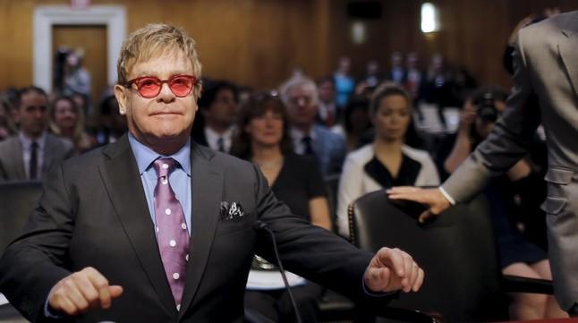 Elton John dice que Janet Jackson hace 'playback' en sus conciertos