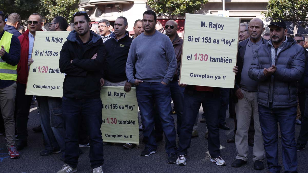 Protesta de los taxitas de Barcelona frente a la Delegación del Gobierno