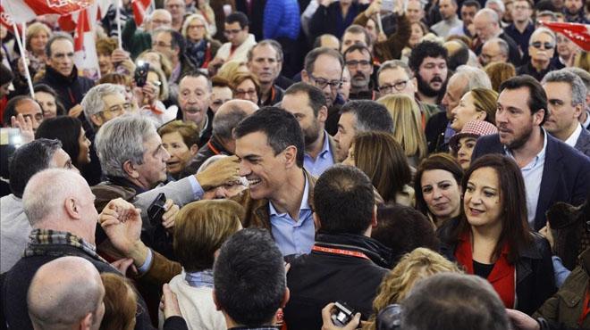 """Pedro Sánchez exigeix """"unitat i lleialtat"""" davant els resultats de les primàries"""