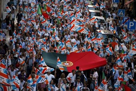 Simpatizantes del candidato conservador Coelho durante la campa�a electoral en Lisboa.