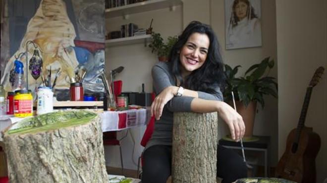 """Azadeh Khajeh Nasiri: """"Vaig haver de treure de l'Iran els meus quadros crítics amb la religió"""""""