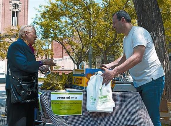 Campaña del comercio justo y la banca ética en la plaza de Orfila