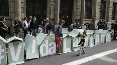 La batalla por el derecho a la vivienda y contra el 'barricidio' en Ciutat Vella toma la Via Laietana