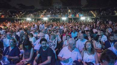 Público en el concierto que debía dar Tony Bennett en el Festival Jardins de Pedralbes y que tuvo que suspenderse por indisposición del artista.