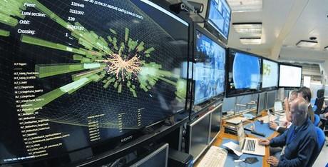 Un gráfico muestra una colisión a plena potencia en el gran acelerador LHC, en Ginebra.