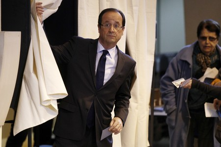Francois Hollande, candidat socialista a les eleccions presidencials franceses, ha votat aquest matí a Tulle.
