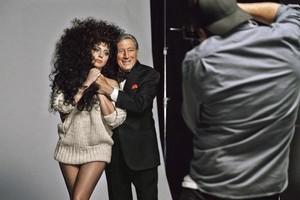 Lady Gaga i Tony Bennet, en el making of de la campanya per a la marca low cost H&M.