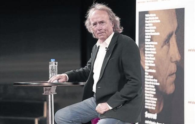 Joan Manuel Serrat, durante la presentación de 'Antología desordenada', ayer en Madrid.
