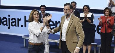 Cospedal aplaude a Rajoy, este s�bado en Toledo.