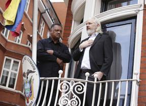 Julian Assange a lambaixada de lEquador a Londres el 21 dagost.
