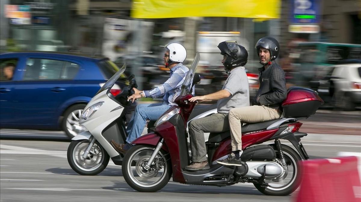 fcosculluela27428492 barcelona 01 10 2014 motos circulando por barcelona cruce ps161220134839