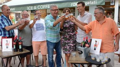 El alcalde de Tarragona, Josep Fèlix Ballesteros (enel centro de azul), en las fiestas de Santa Tecla.